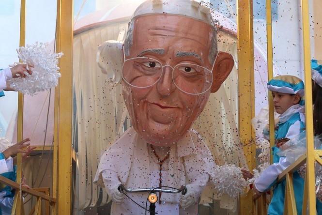 A Pietrasanta il Carnevale impazza