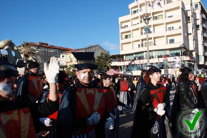 Burlamacco ringrazia il sole per il successo della quarta sfilata (2 parte)