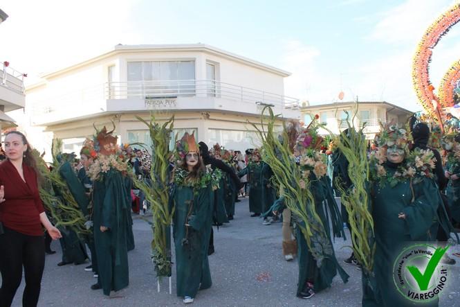 Bagno di folla per il primo corso di carnevale (2°parte)